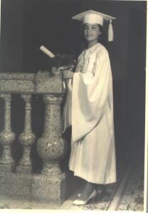Piky Lora, graduación de bachiller 1957. Colegio Sagrado Corazón de Jesús de Santiago
